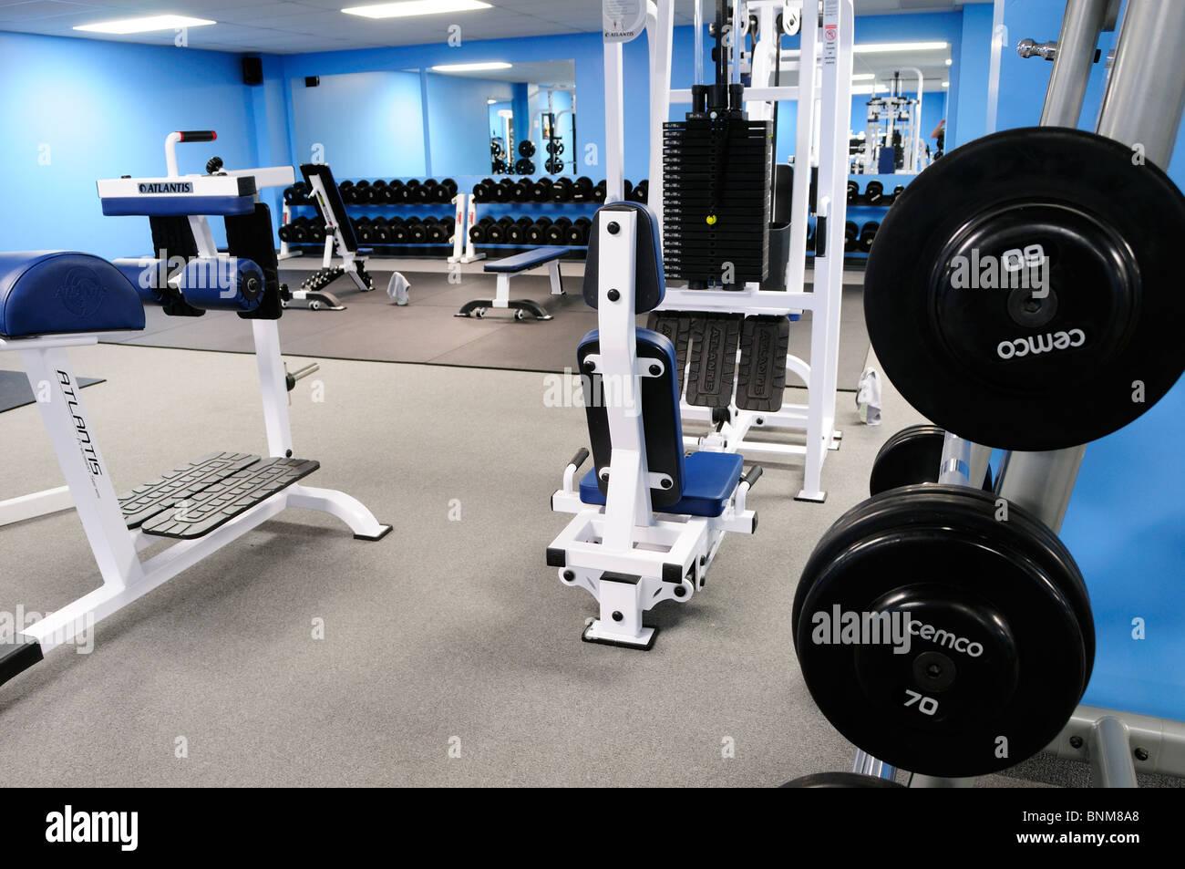 Intérieur d'une formation de poids commerciaux garder la forme de sport Photo Stock