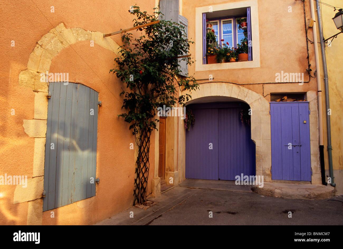 Couleurs Facades En Provence cucuron france provence vaucluse maisons de village homes