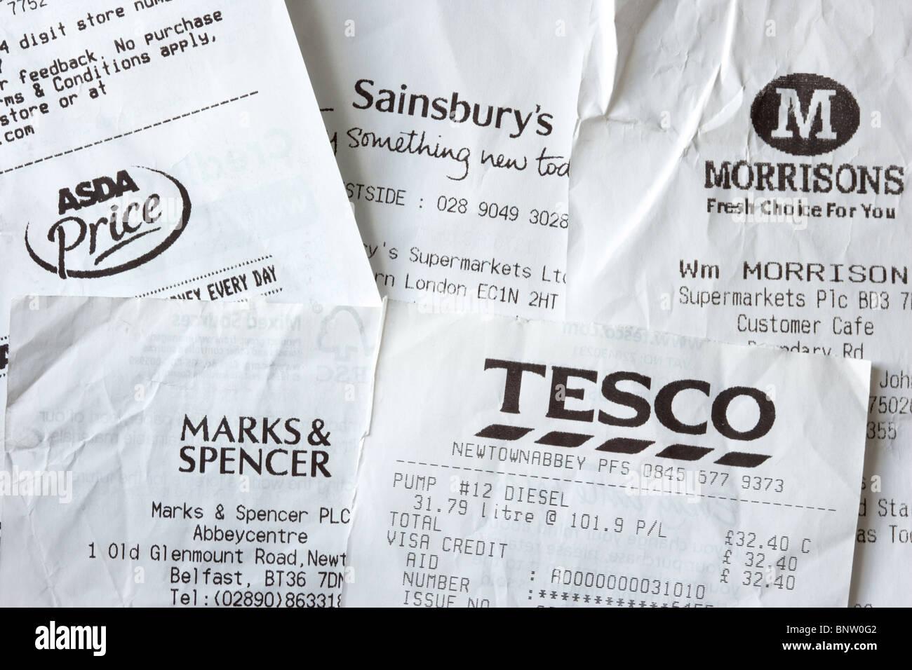 Tickets de caisse des grands supermarchés britanniques dont Tesco et morrisons asda sainsburys Marks and Spencer Photo Stock