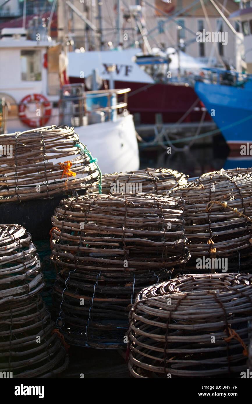 Des casiers à homard sur un bateau de pêche à Victoria Dock. Sullivans Cove, Hobart, Tasmanie, Australie Photo Stock