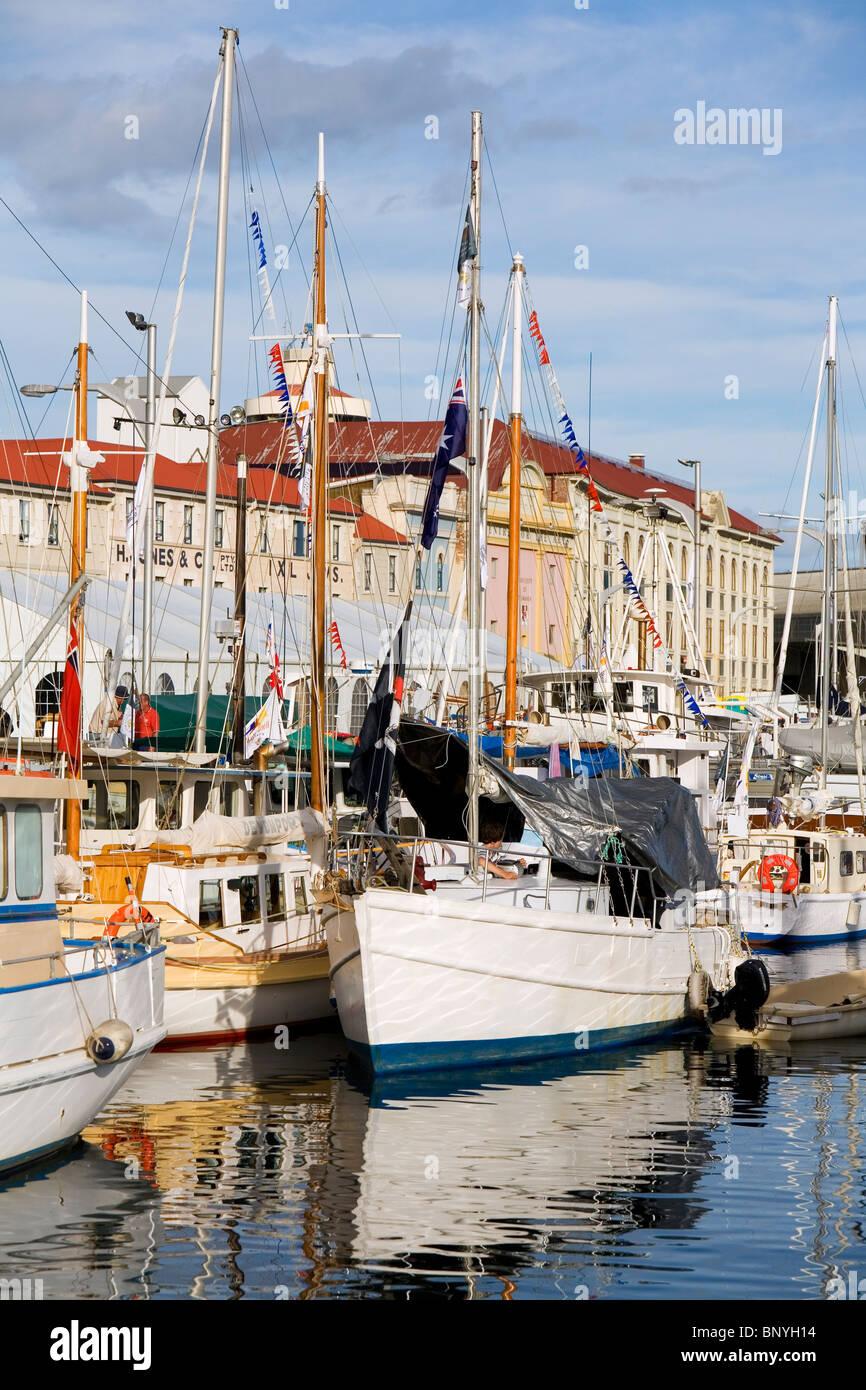 Voiliers à Victoria Dock pendant le Festival des bateaux en bois. Hobart, Tasmanie, Australie Photo Stock