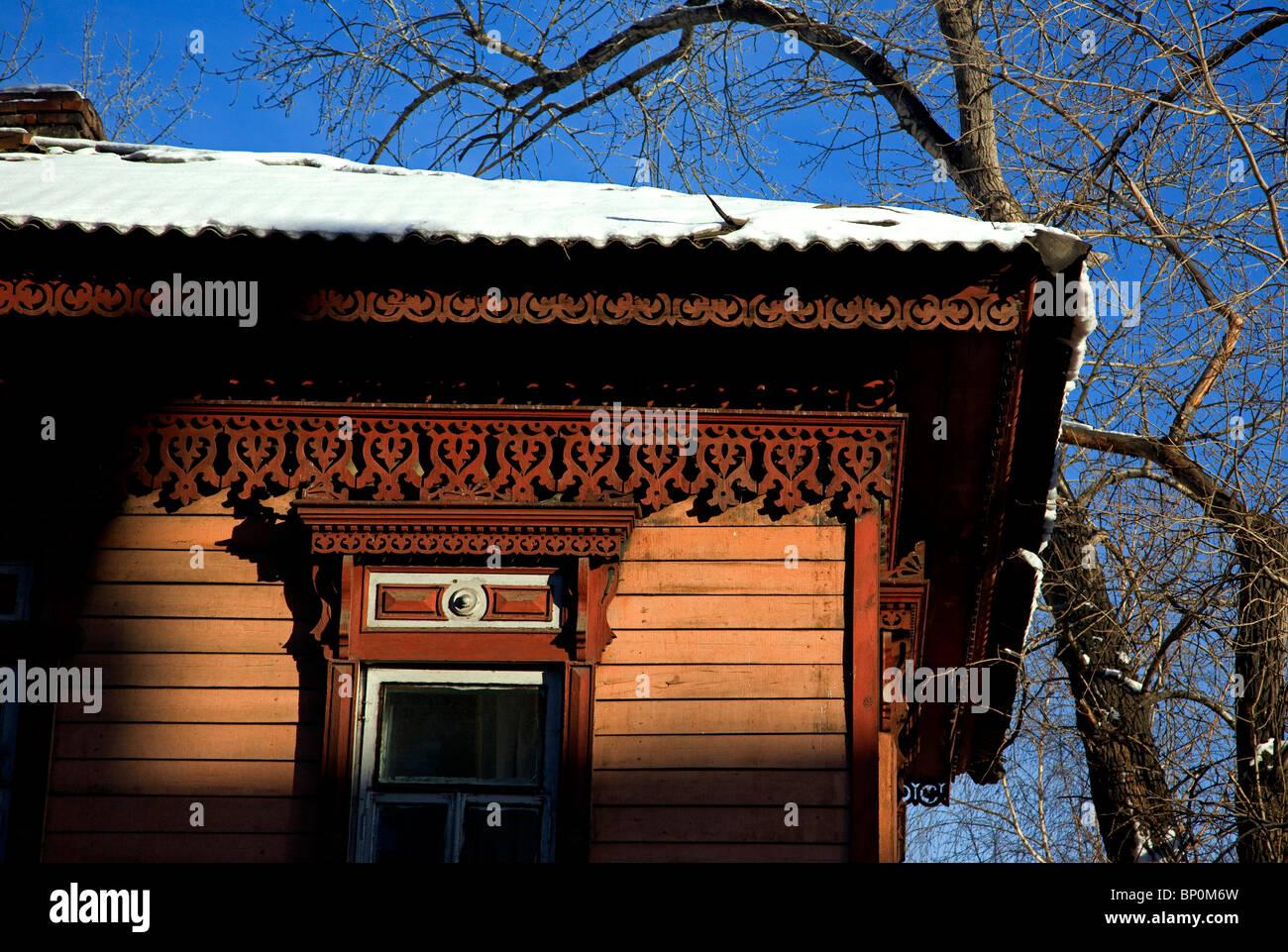 La Russie; Sibérie; Irkoutsk; un détail de l'une des autres maisons en bois construites dans le style traditionnel Banque D'Images