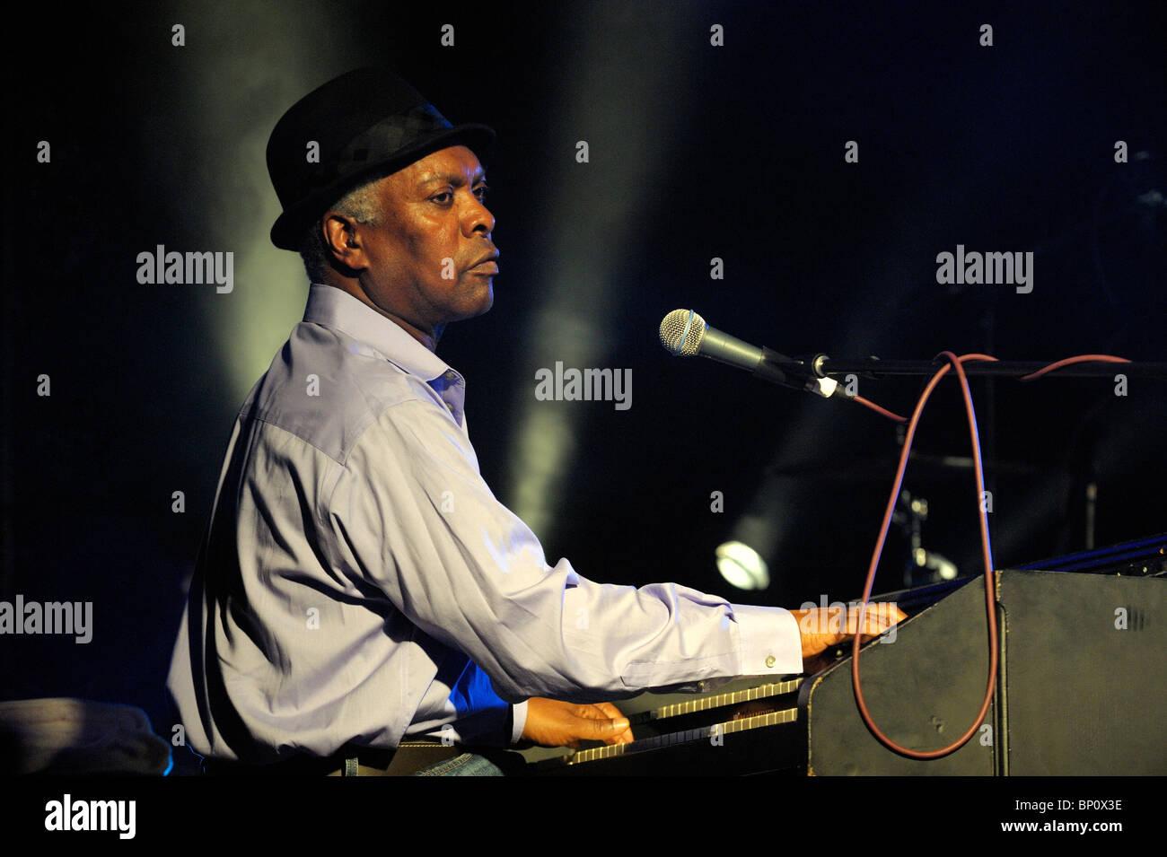 Booker T. Jones, chanteur de blues américain musicien joue orgue Hammond B3. Scène principale de cadrage. Photo Stock