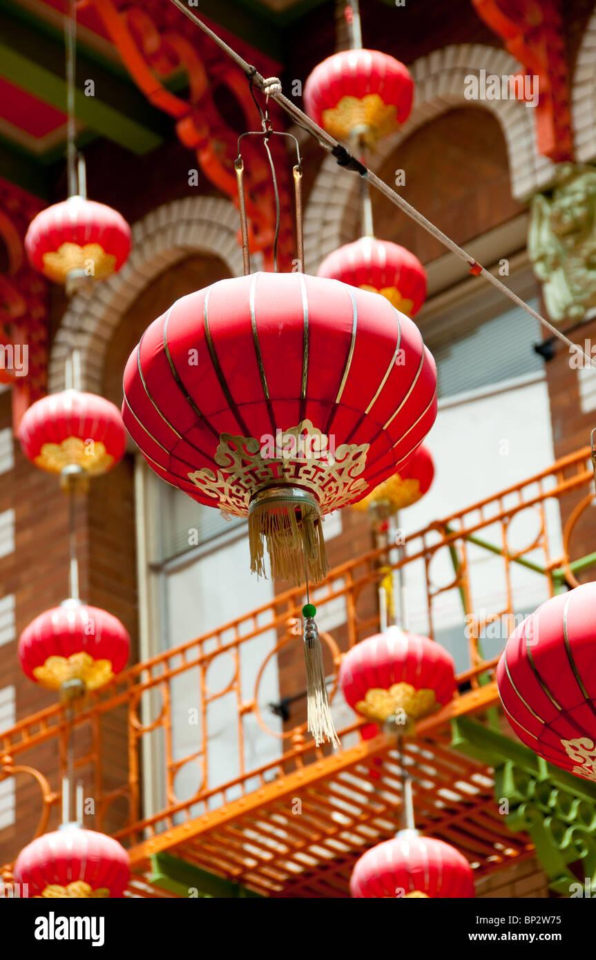 San Francisco: lanternes dans le quartier chinois Avenue Grant. Photo copyright Lee Foster. Photo # Photo Stock