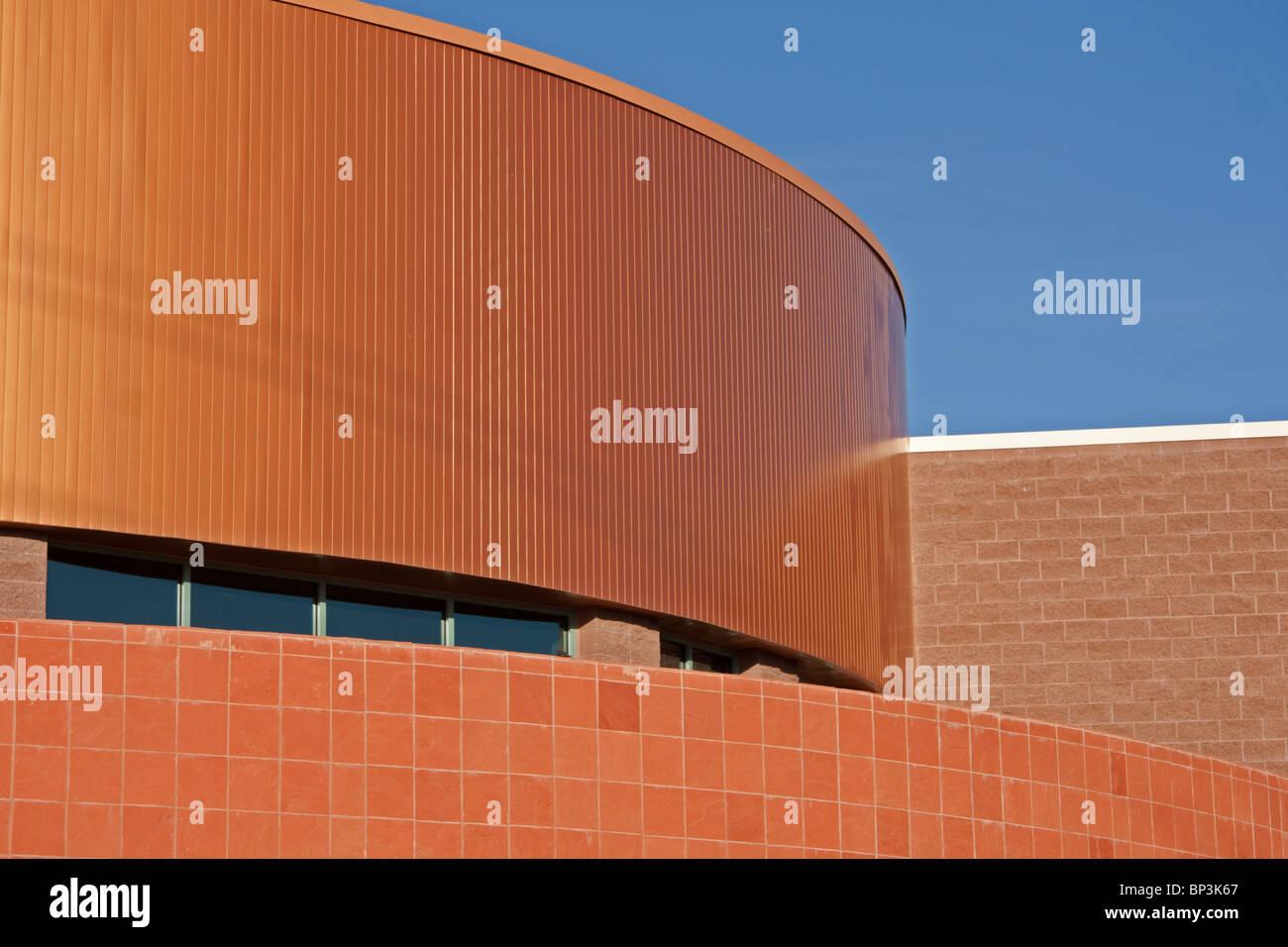 Haut de bâtiment commercial avec toit en cuivre Photo Stock