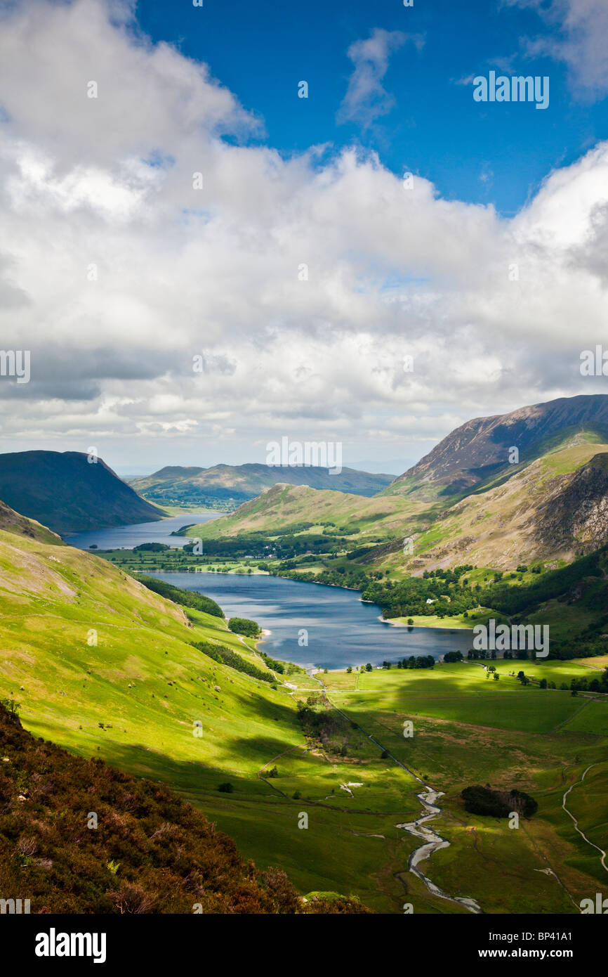 Vue sur la lande et les meules de Crummock Water path, Parc National de Lake District, Cumbria, England, UK Photo Stock