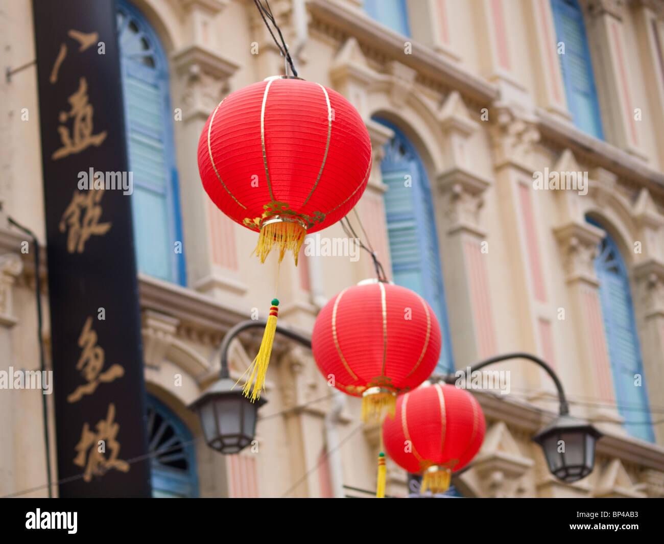 Lanternes rouges chinois sur la rue de la Pagode historique de Chinatown, à Singapour. Photo Stock