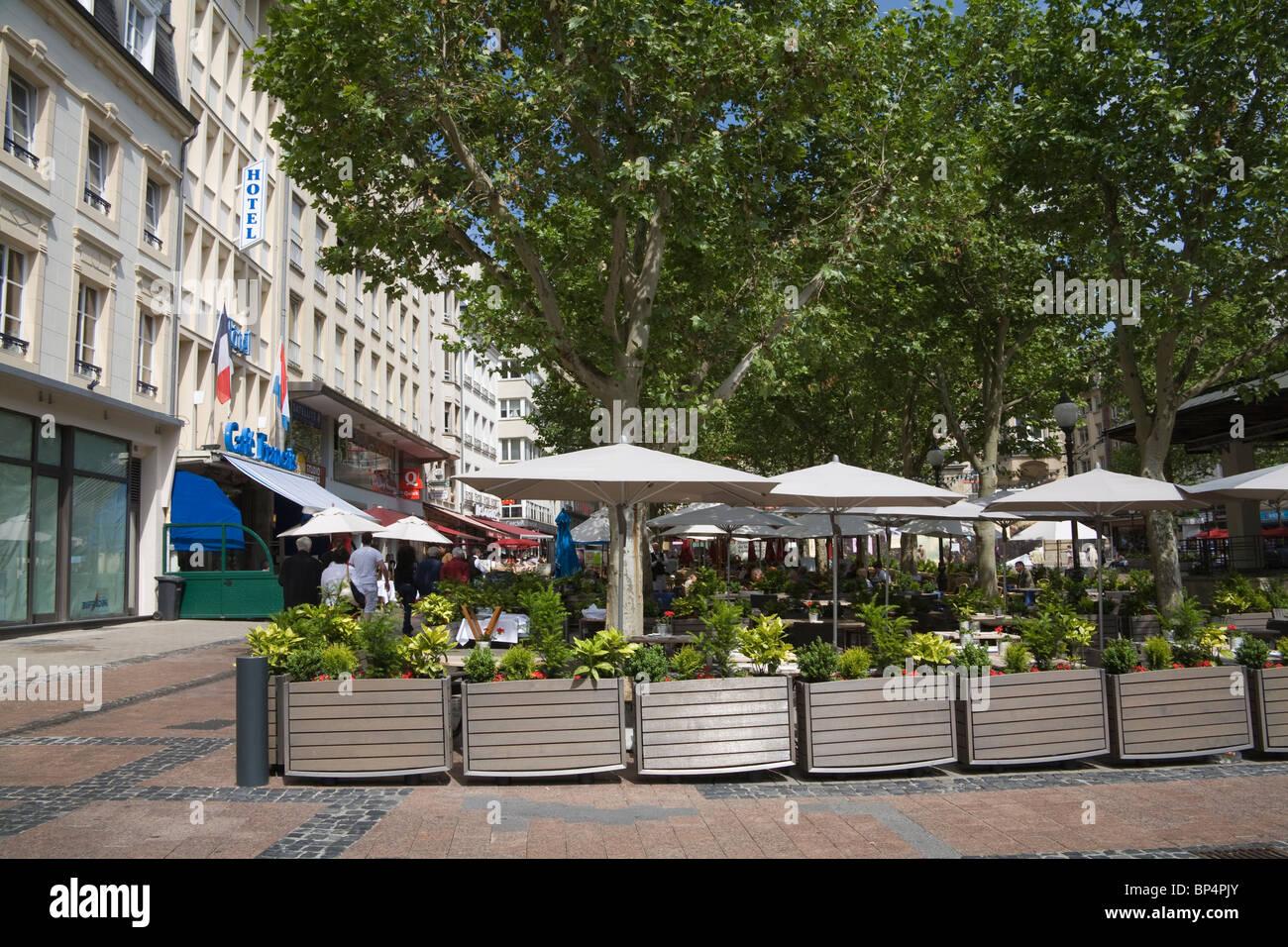 La Ville de Luxembourg Europe EU Open Air cafe francais dans la zone piétonne de la Place d'Armes Photo Stock