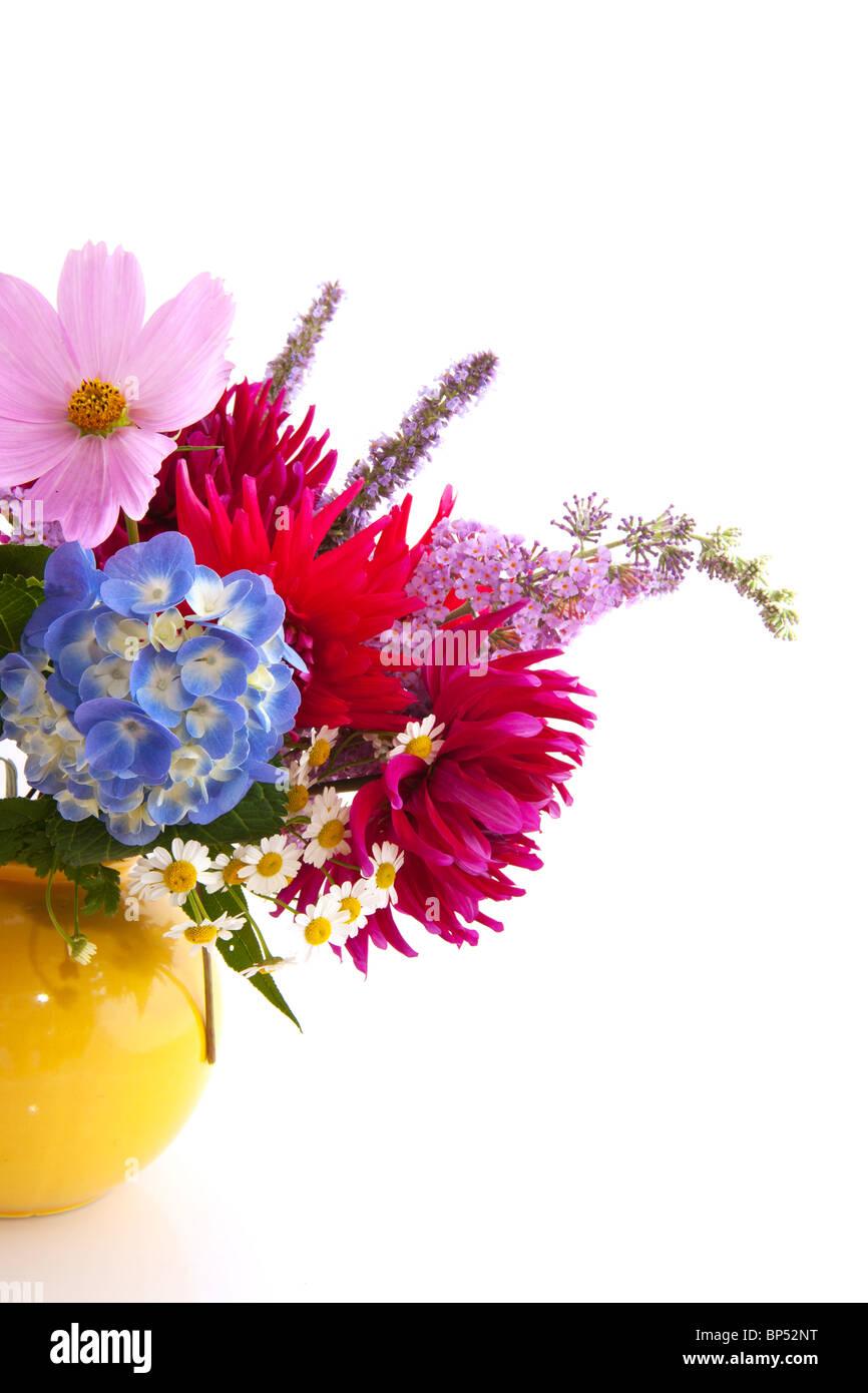 Bouquet de fleurs de jardin avec l'Hydrangea cosmos et d'autres Photo Stock
