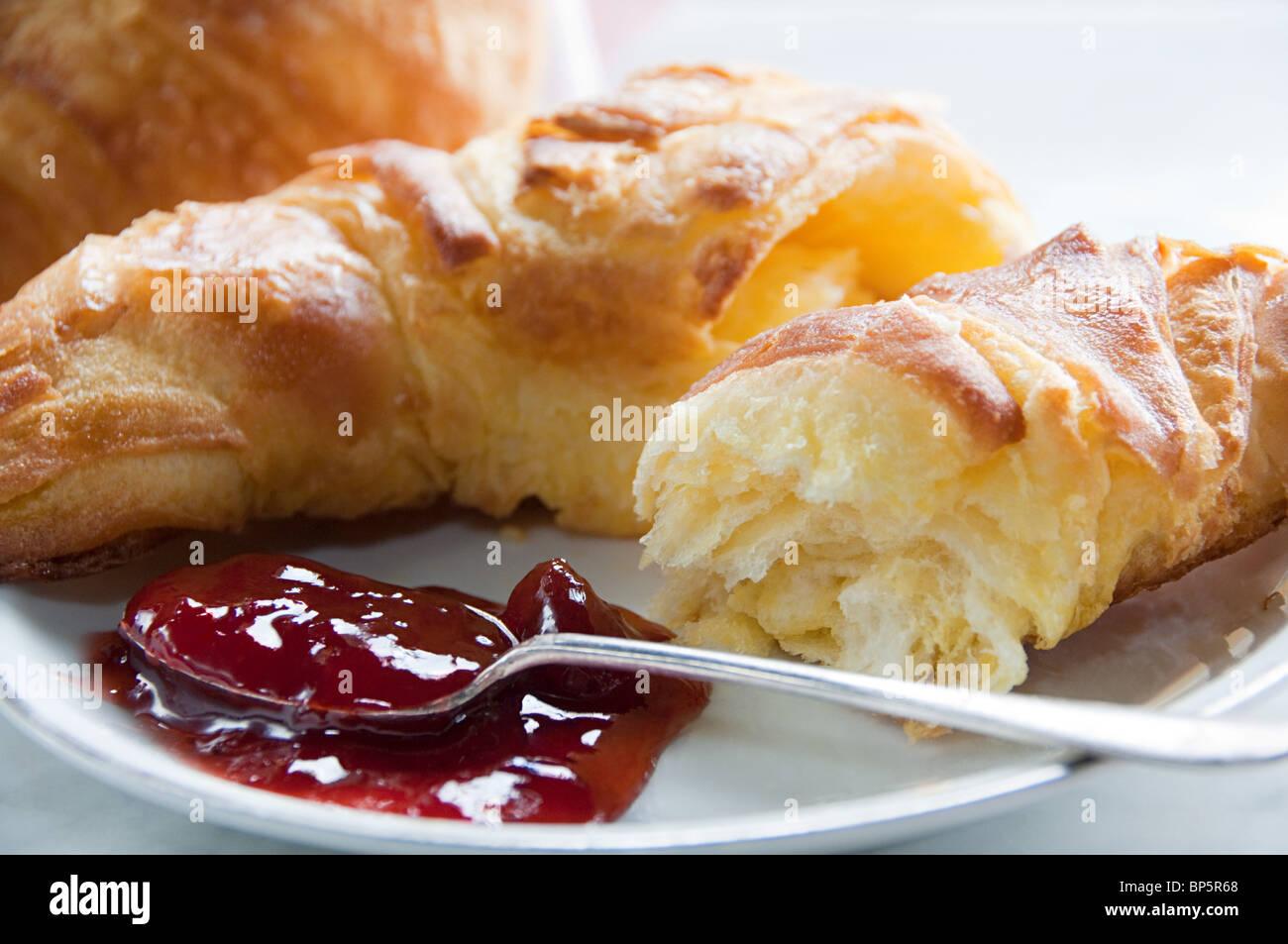 Croissant et confiture Photo Stock