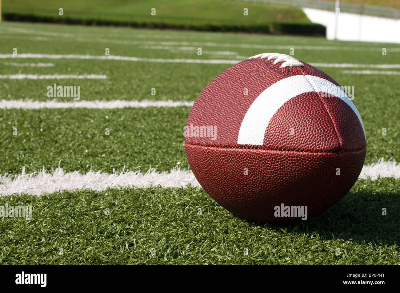Libre du football américain sur le terrain. Photo Stock