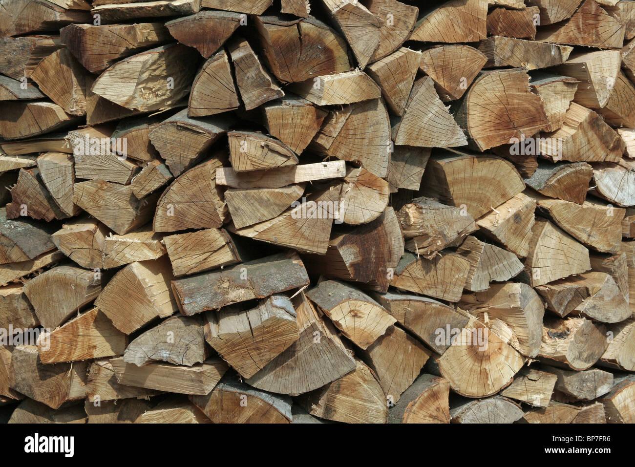 Bois de hêtre coupé à la vente. Photo Stock