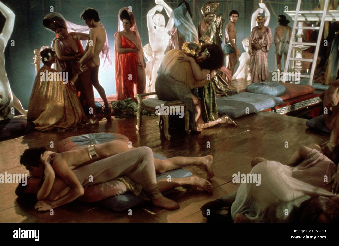 orgies romaines fille se fait baiser et gicle