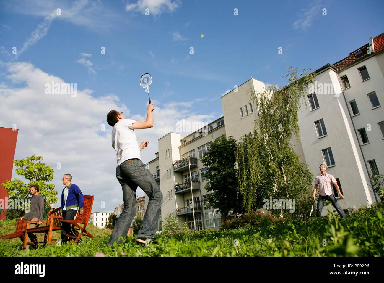 Deux hommes jouer au badminton, Leipzig, Saxe, Allemagne Photo Stock
