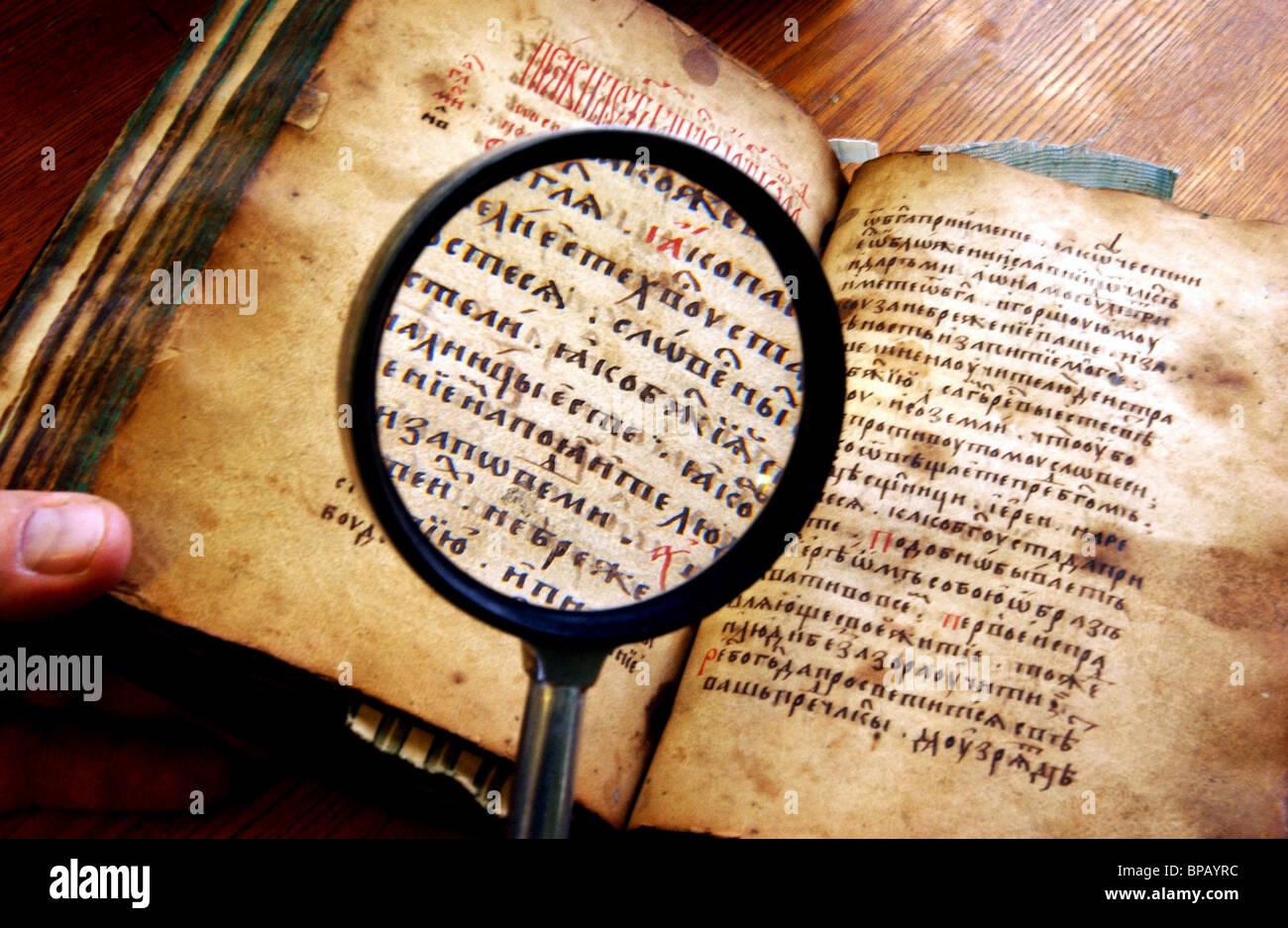 Ancien manuscrit russe daté à partir de la 14-15e siècles n'a été trouvée dans Photo Stock