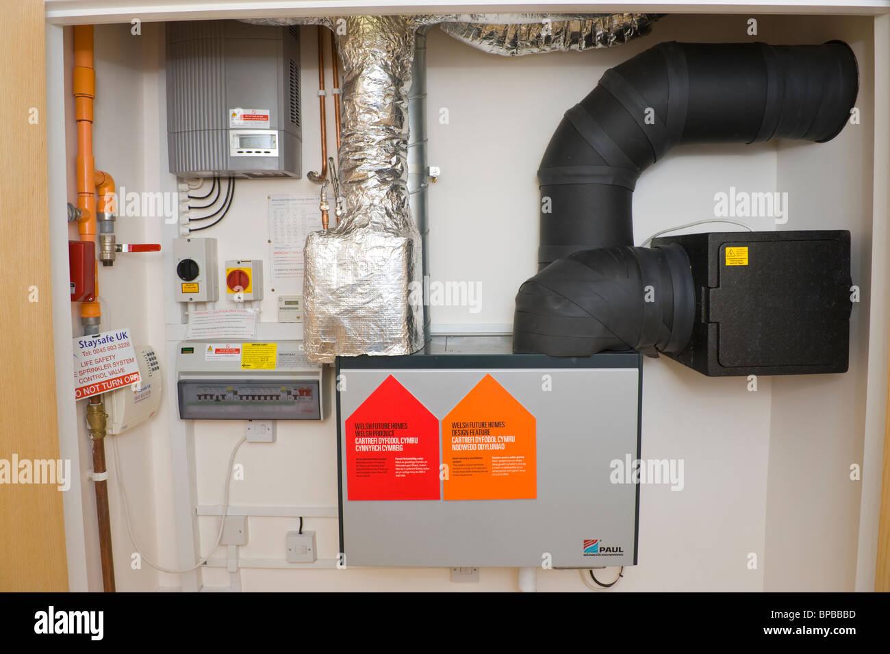 La ventilation à récupération de chaleur efficace de l'énergie système utilisé Photo Stock
