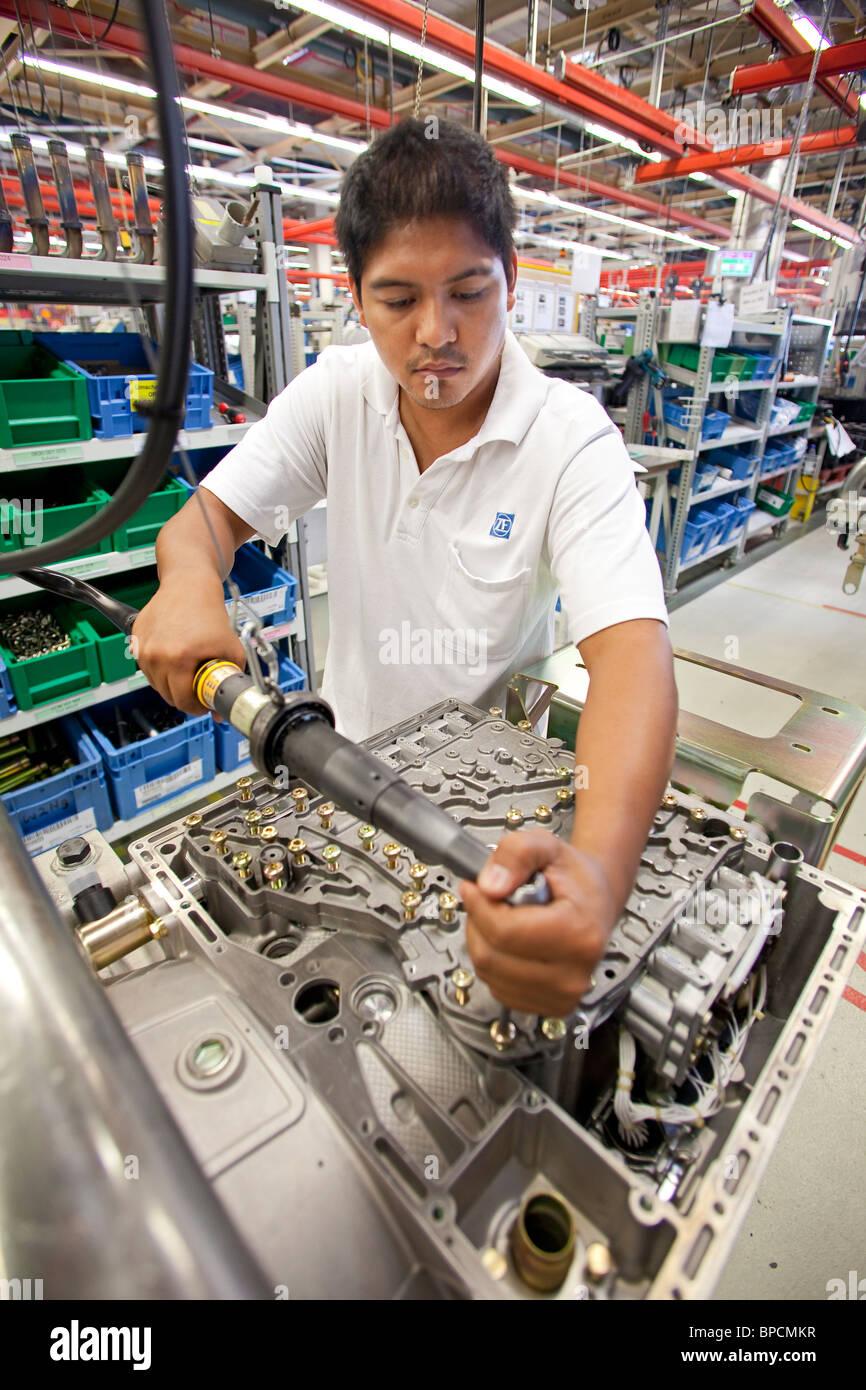 Production de rapports su r l'industrie automobile par le fournisseur automobile ZF Friedrichshafen AG Photo Stock