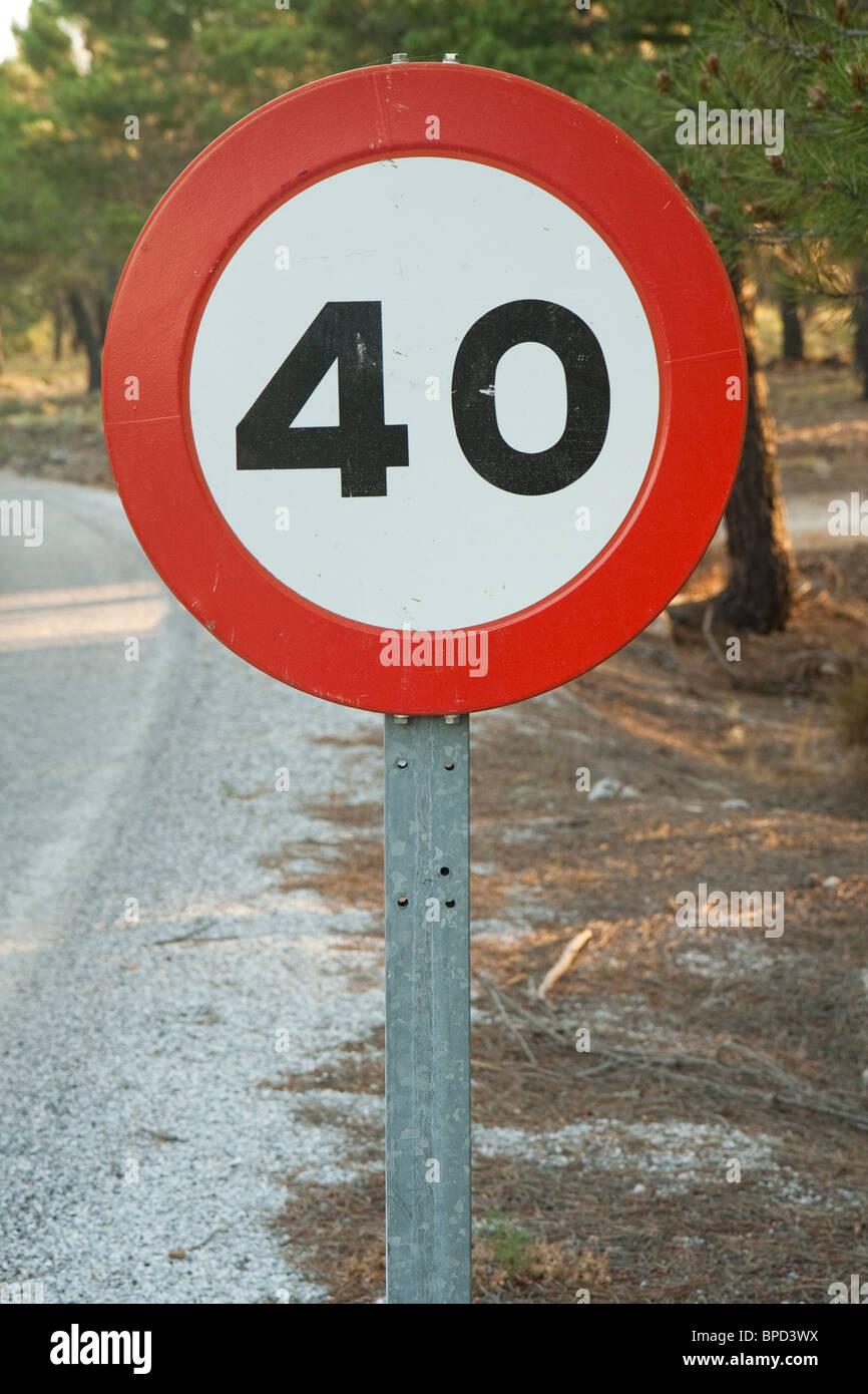 Trafic signe dans un chemin local Photo Stock