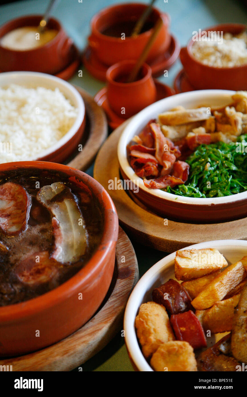 La Feijoada, plat traditionnel brésilien au restaurant Bolinha, Sao Paulo, Brésil. Photo Stock