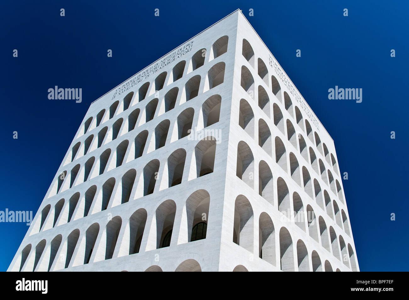 Palazzo della Civiltà Italiana building, icône de l'architecture fasciste, quartier EUR, Rome, Italie Photo Stock