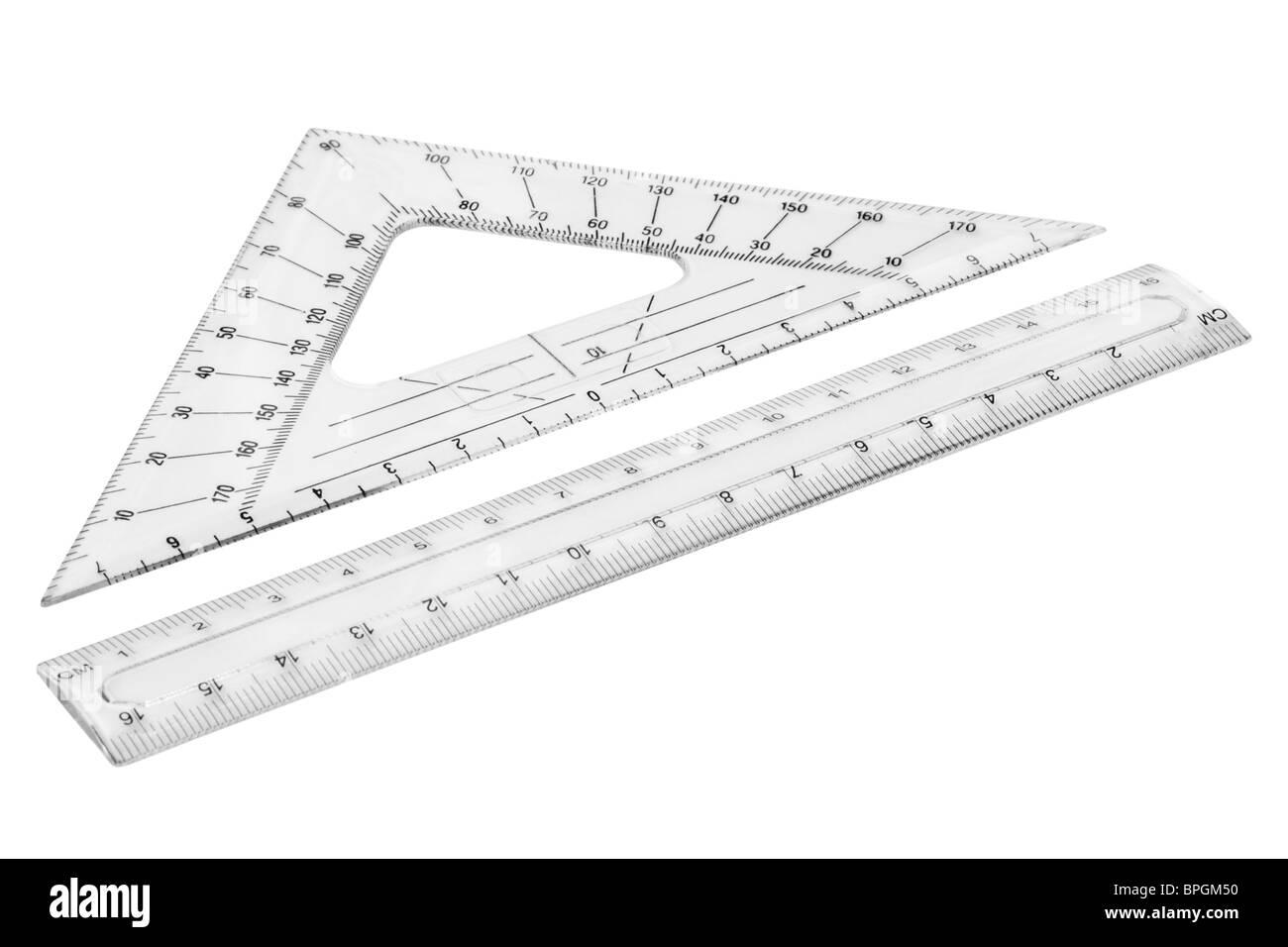 Ensemble de règles transparentes en plastique. Isolé sur fond blanc avec chemin de détourage. Photo Stock