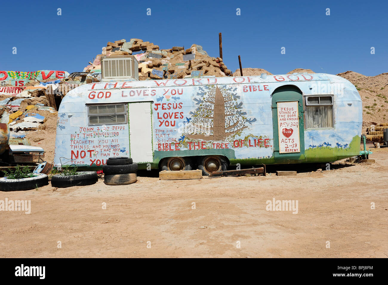 Caravane Ou Mobile Home Peint Avec Des Slogans Religieux Situe Au