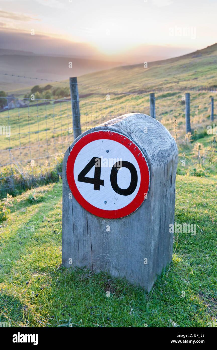 Limitation de vitesse de 40 mi/h en bois Photo Stock