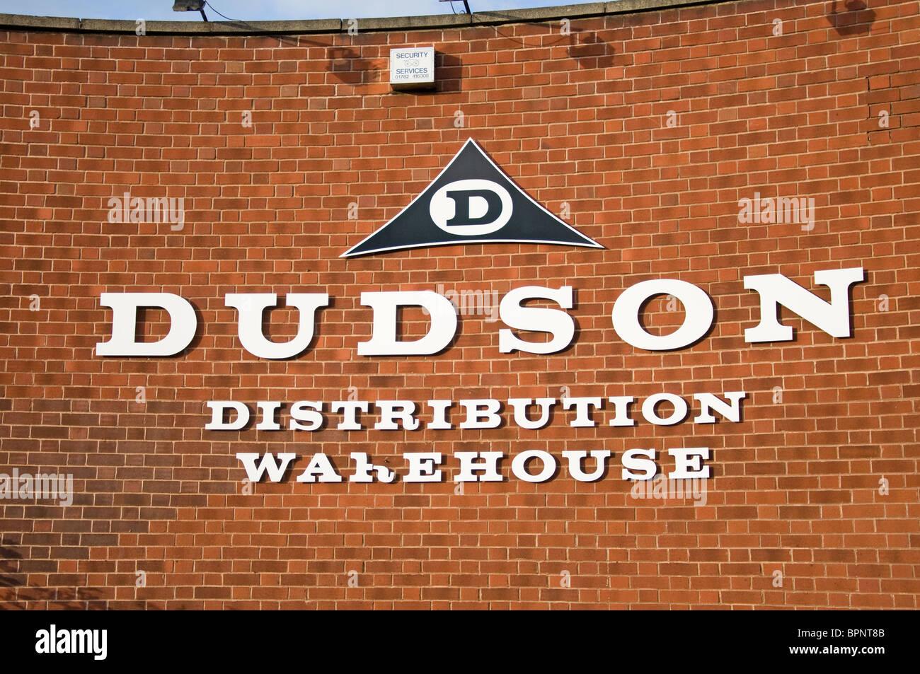 Entrepôt de distribution Dudson signe sur mur, Burslem Stoke-on-Trent, Staffordshire, Royaume-Uni Photo Stock