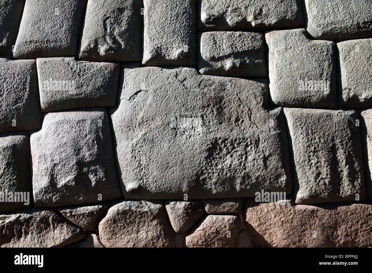 Le célèbre 12 pierre coincé dans un mur Inca dans la rue Hatunrumiyoc, Cusco, Pérou Banque D'Images