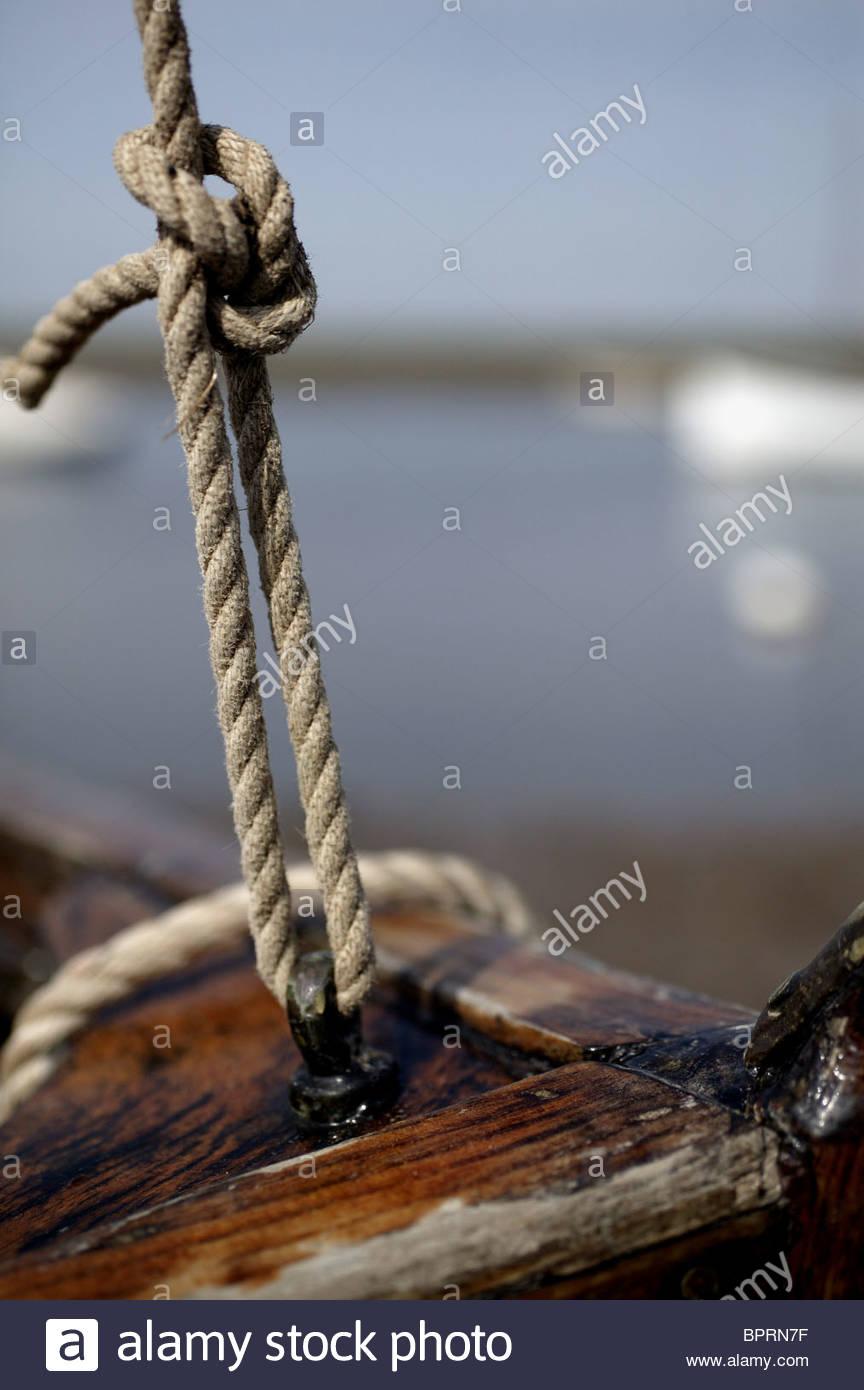 Bateau à voile de clinker et corde knot avec raccords Photo Stock