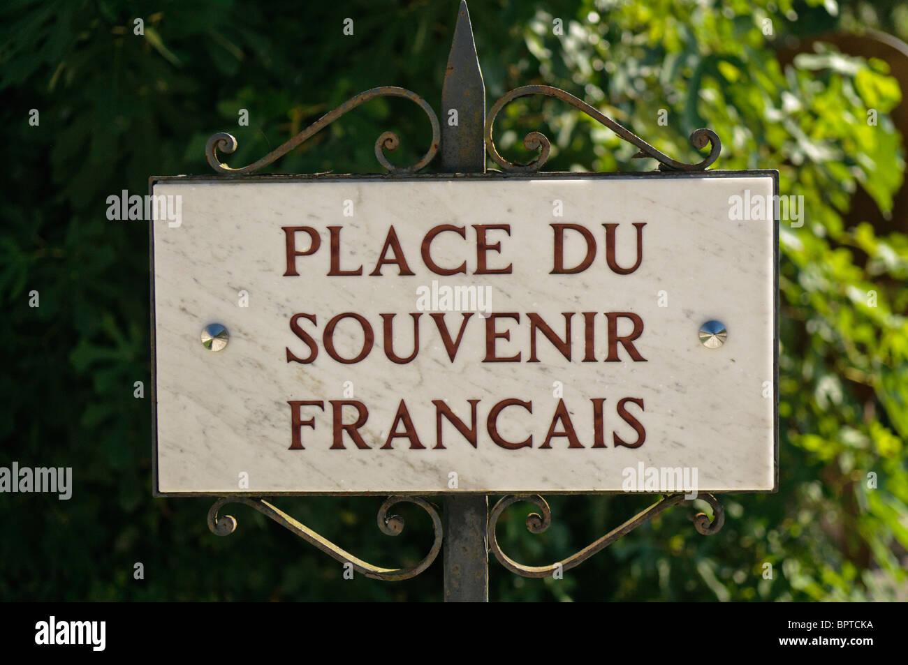 """Panneau """"Place du Souvenir Francais"""" Photo Stock"""