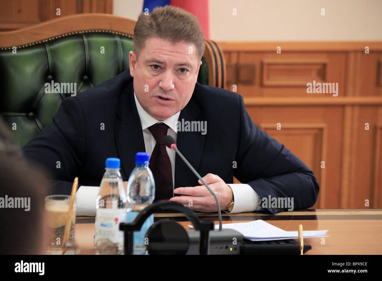 Gouverneur de Kaliningrad répond aux dirigeants de l'opposition Photo Stock