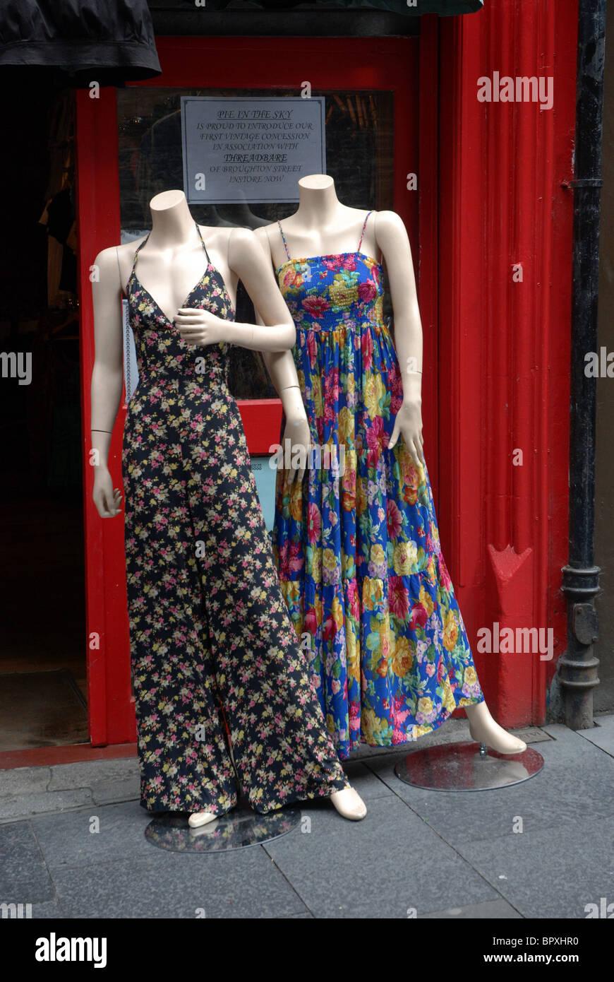 Mannequins sans tête à l'extérieur d'un magasin à Cockburn Street dans la vieille ville Photo Stock