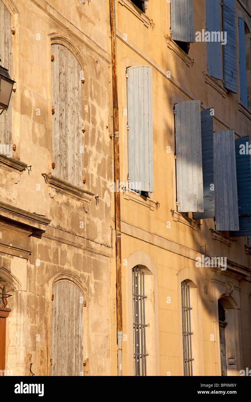 Dans la petite ville française de windows Photo Stock