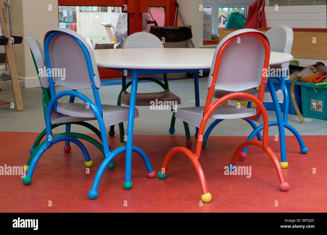 Une Ecole Maternelle Classe Table Et Chaises