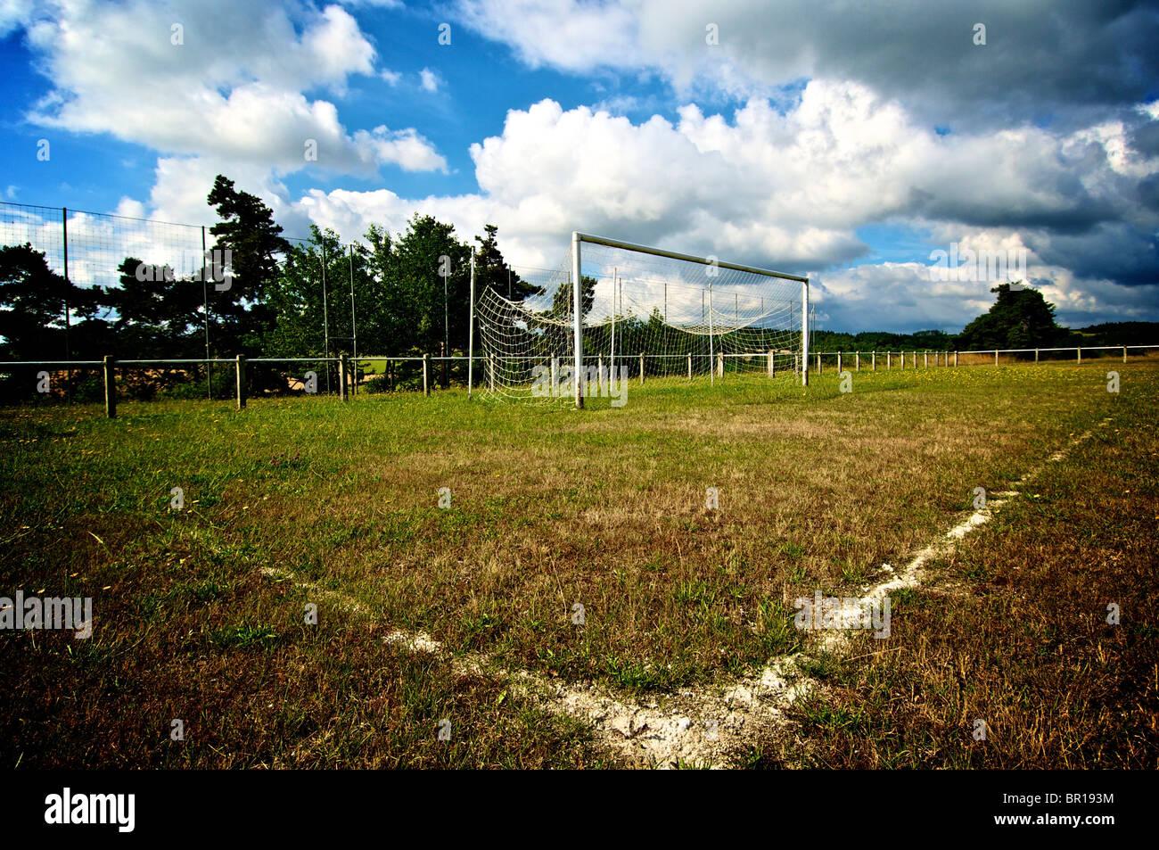 Portique et terrain de football Banque D'Images