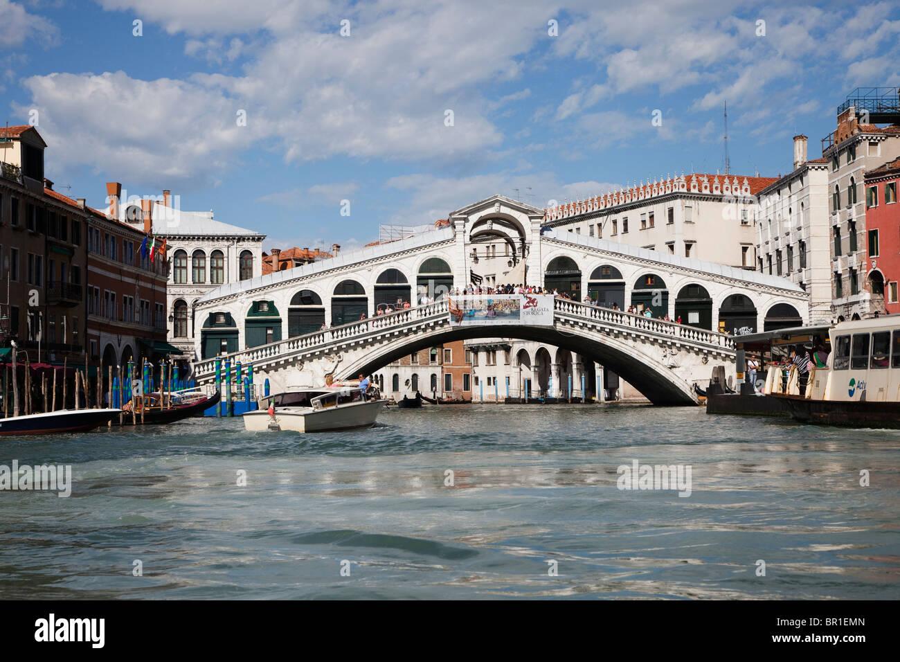 Pont du Rialto sur le Grand Canal, Venise, Italie Photo Stock
