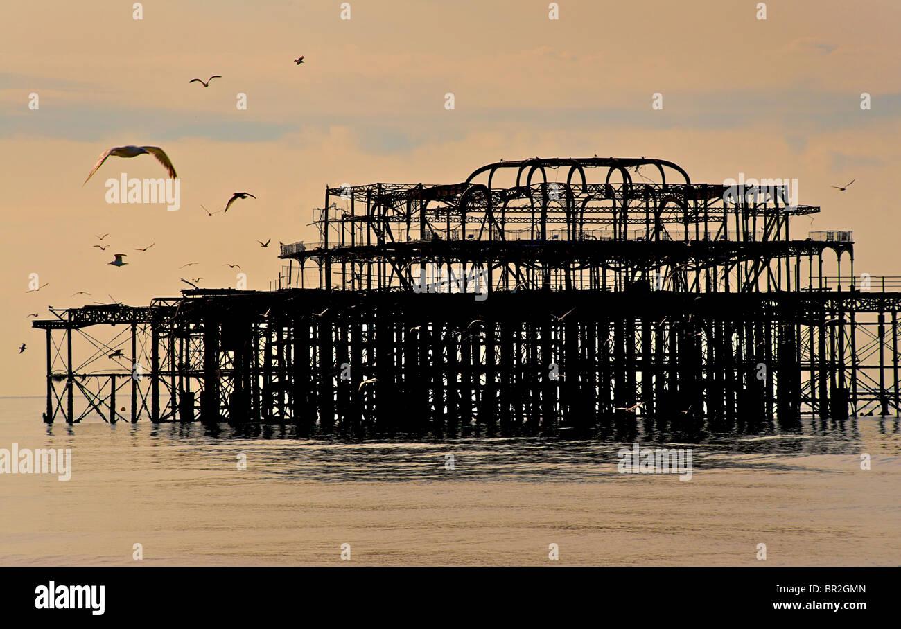 Le West Pier délabrées, Brighton, East Sussex, Angleterre Photo Stock