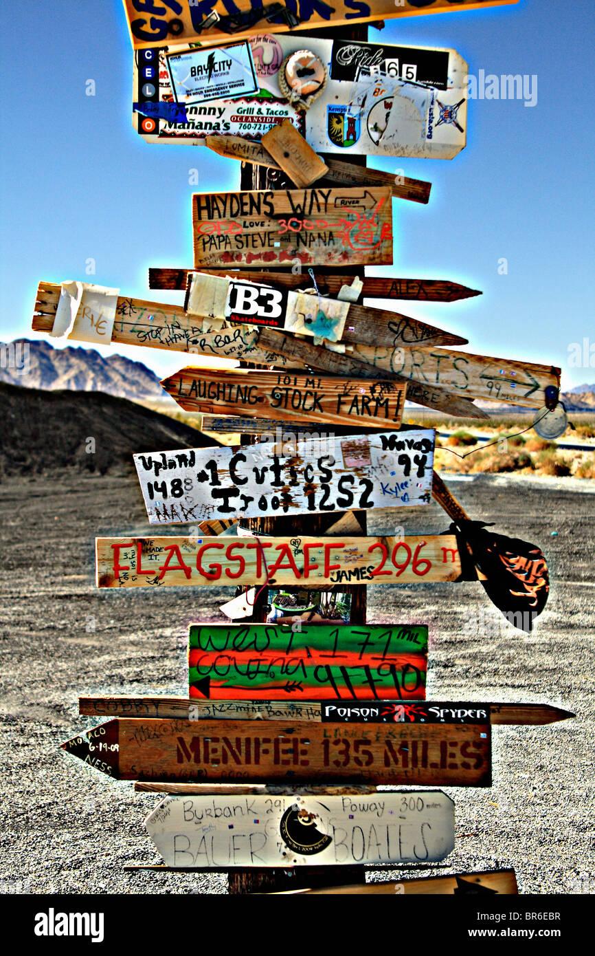 Signe de route, distance et kilométrage Photo Stock
