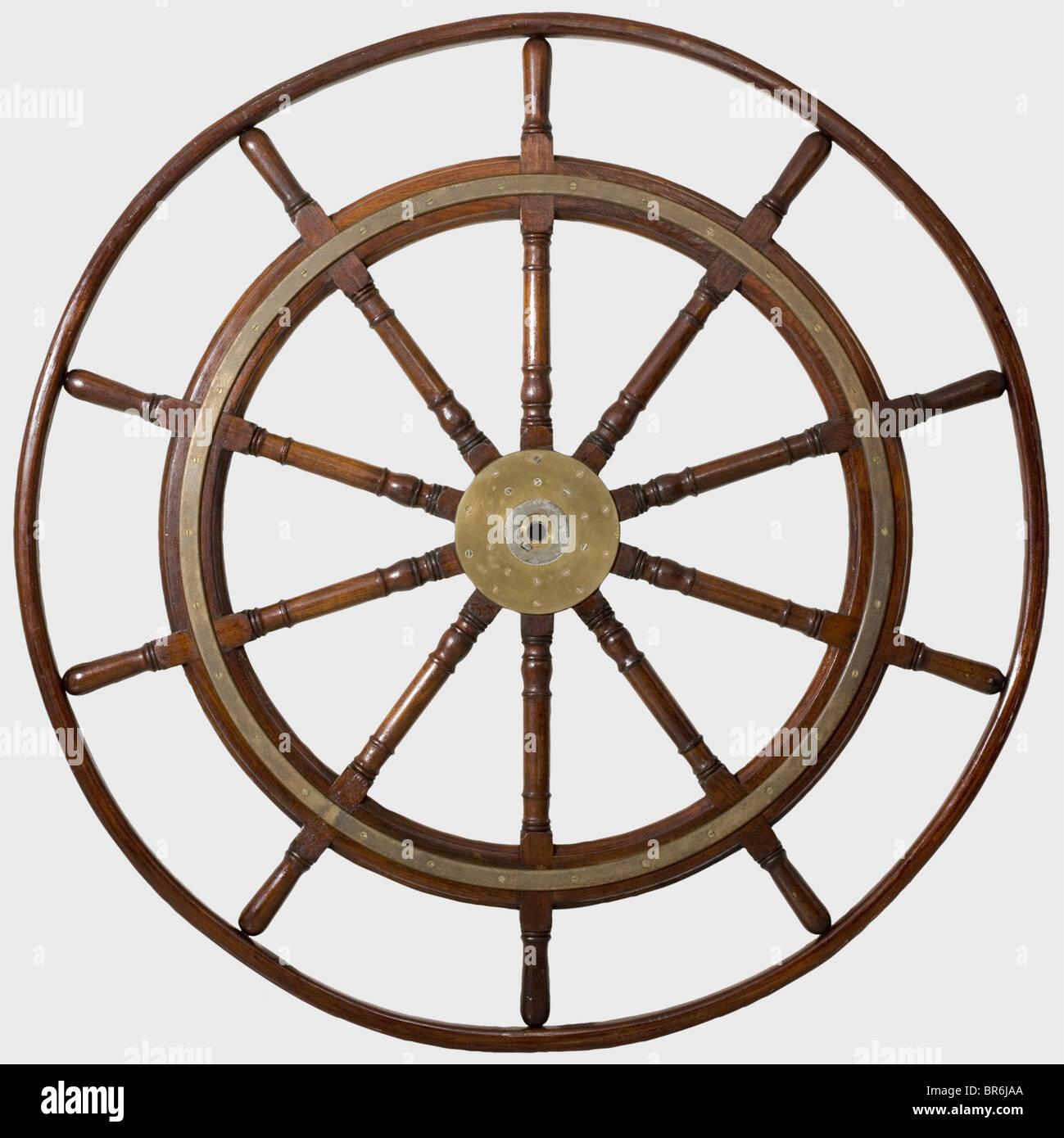 Une grande roue du navire, d'un grand voilier, milieu du 19ème siècle. Bois de chêne avec fer Photo Stock