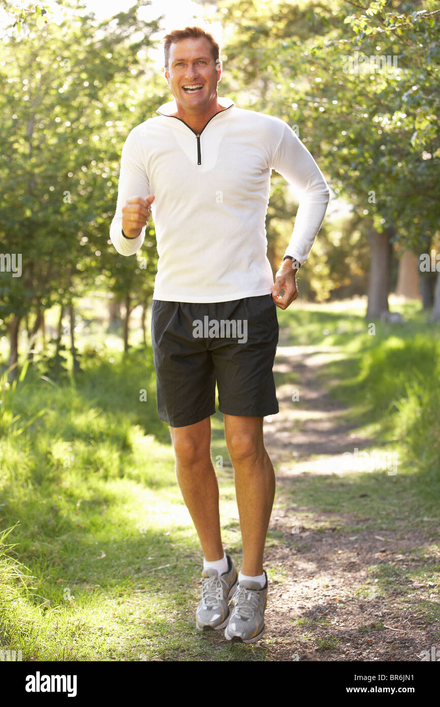 Middle aged Man Jogging In Park Banque D'Images