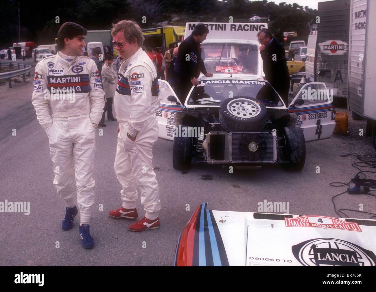 Henri Toivonen sur à gauche à un arrêt de service sur le Rallye de Monte Carlo 1985 Photo Stock
