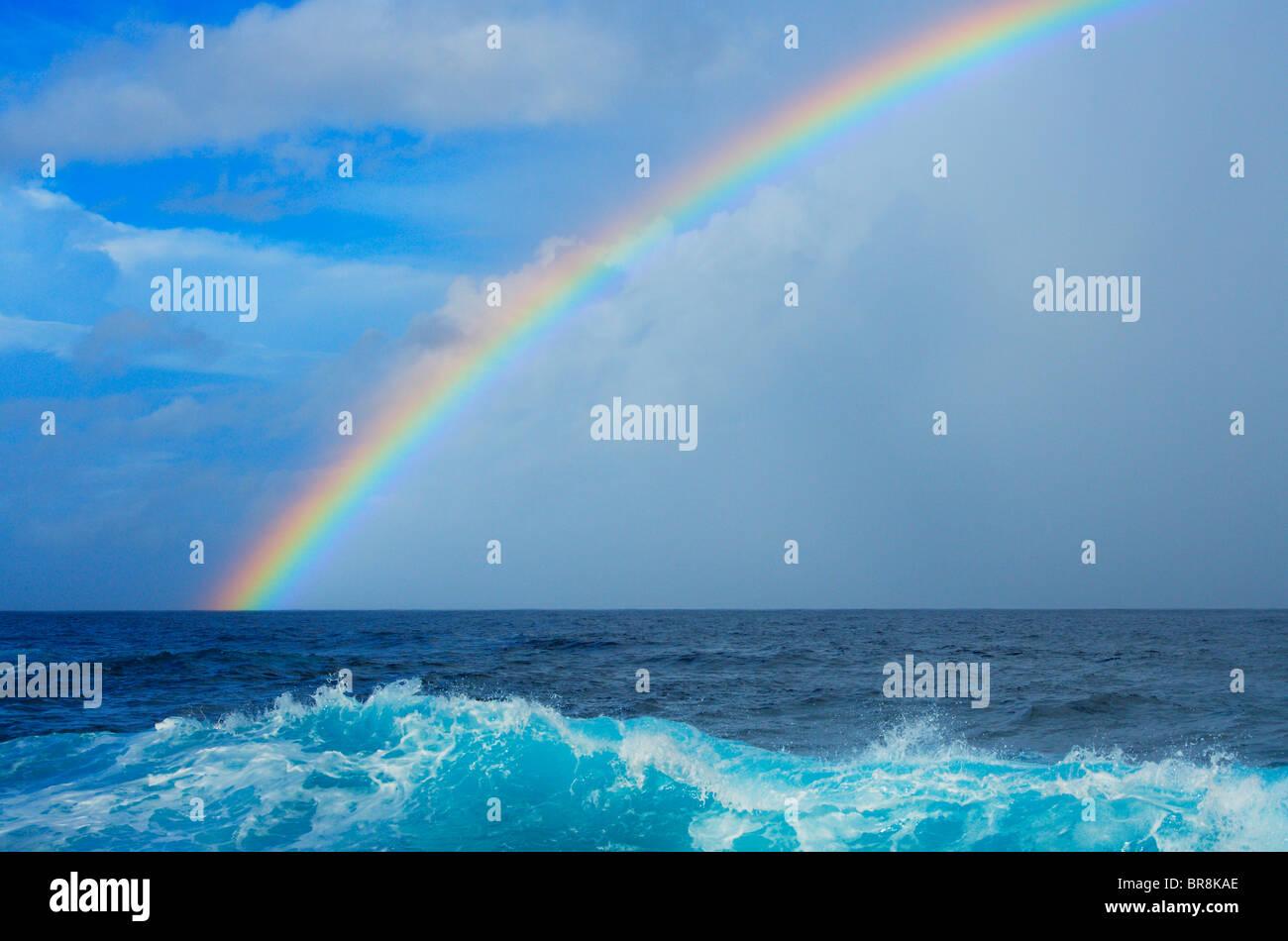 Arc-en-ciel sur la mer Banque D'Images