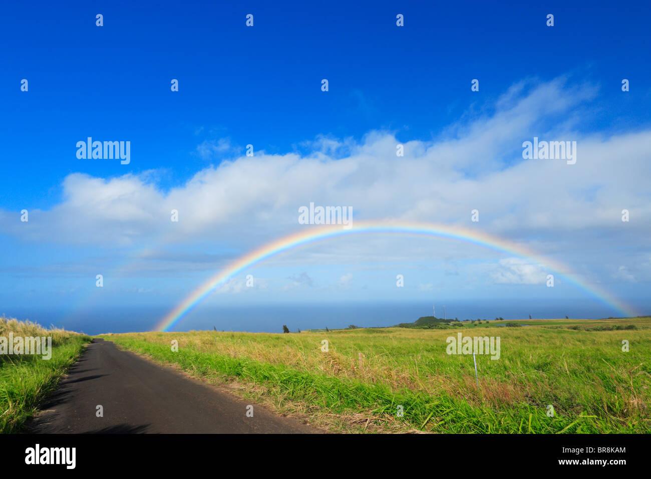 Arc-en-ciel sur Champ, Hawaii, USA Banque D'Images