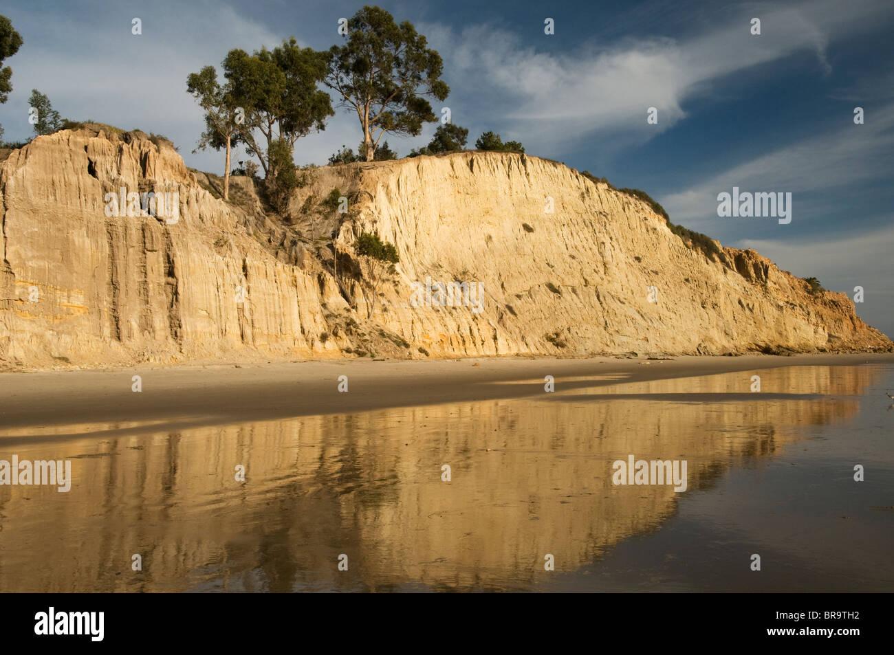 Sur les falaises de Summerland Beach Santa Barbara California coast Central  USA Photo Stock ee13e397336c