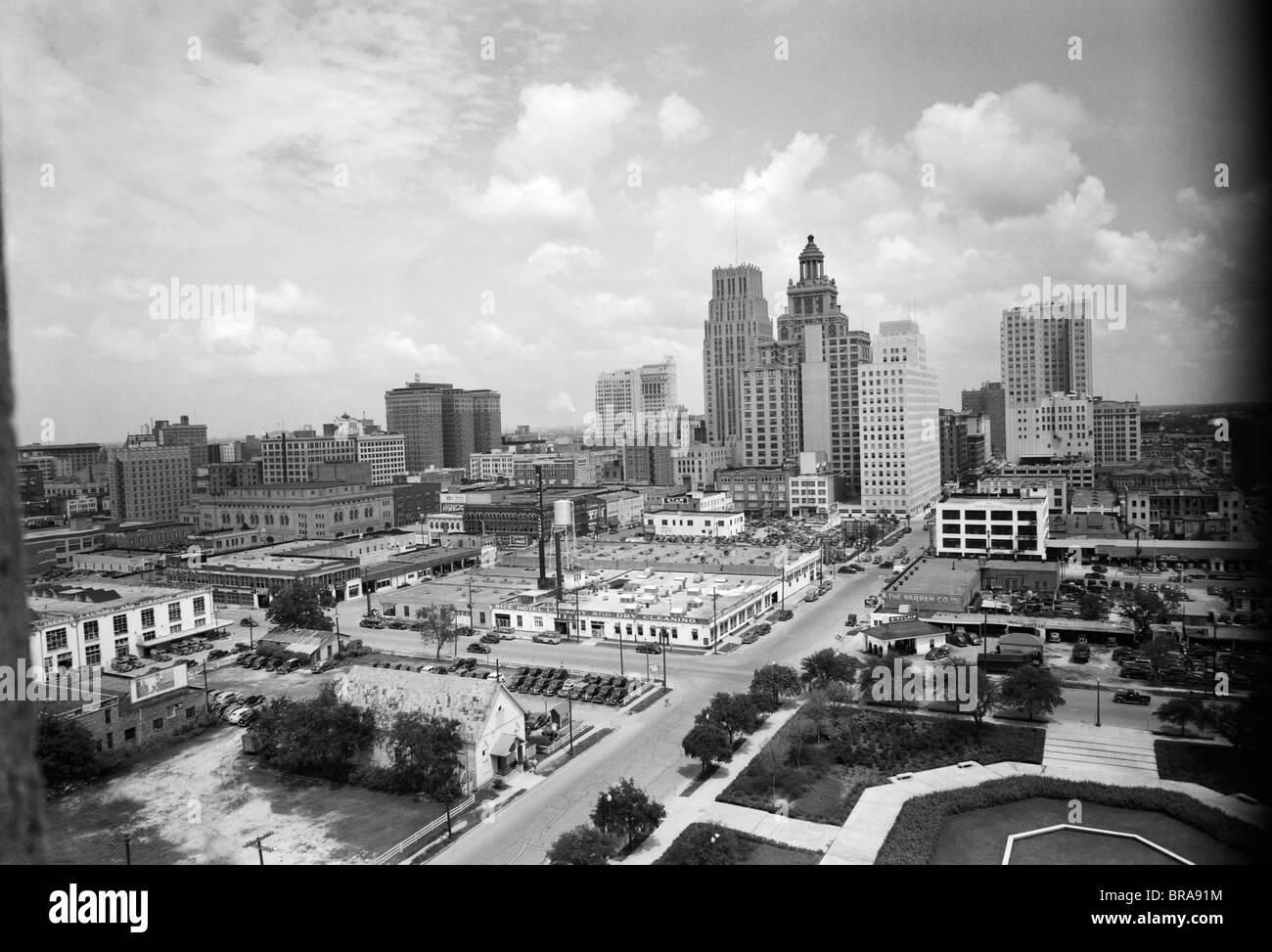 1940 SKYLINE DE QUARTIER DES AFFAIRES DE HOUSTON AU TEXAS, DU CITY HALL Photo Stock