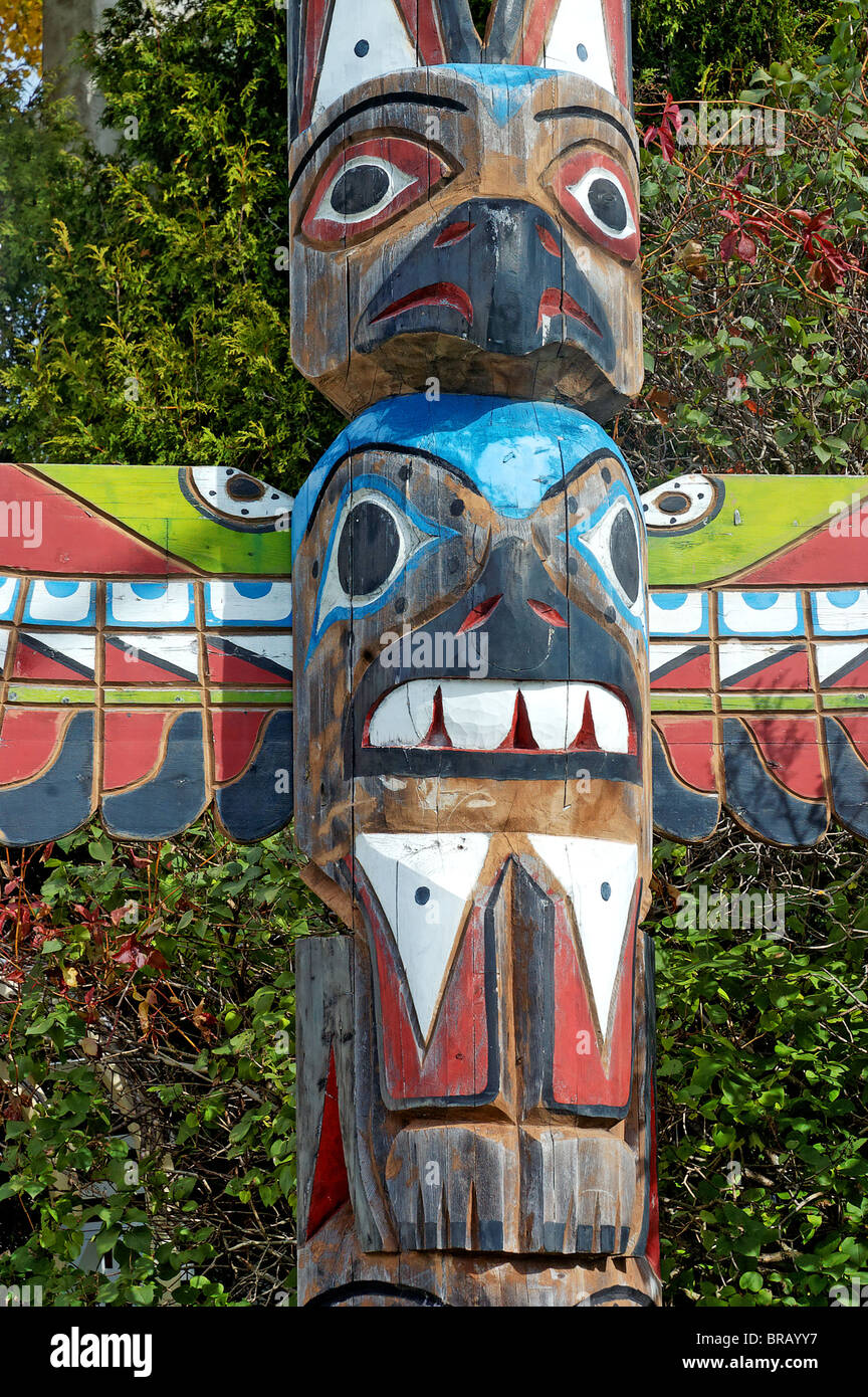 Un Totem En Canada Banque Dimages Photo Stock 31588907 Alamy