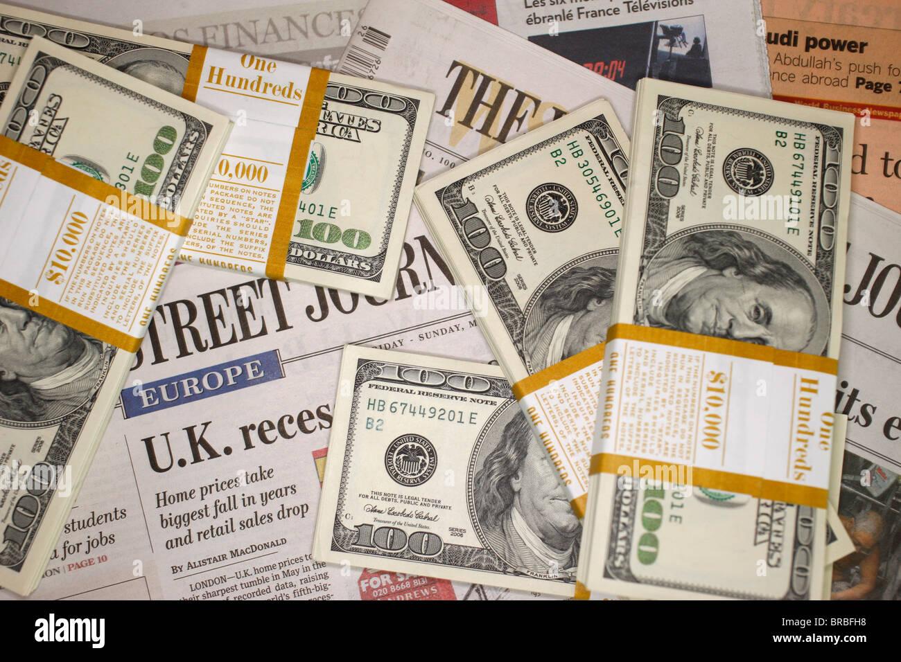 Les journaux économiques et Dollars US, France Photo Stock