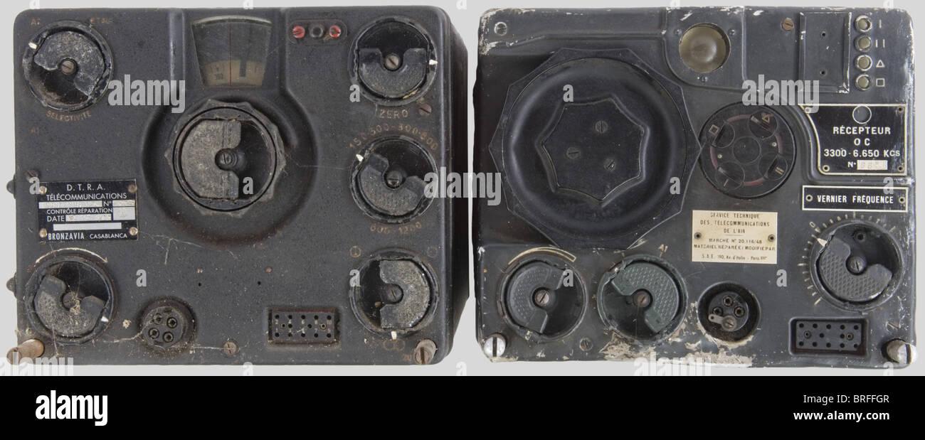 Un service radio de l'armée allemande, composée de deux parties, black metal, complet avec des boutons Photo Stock
