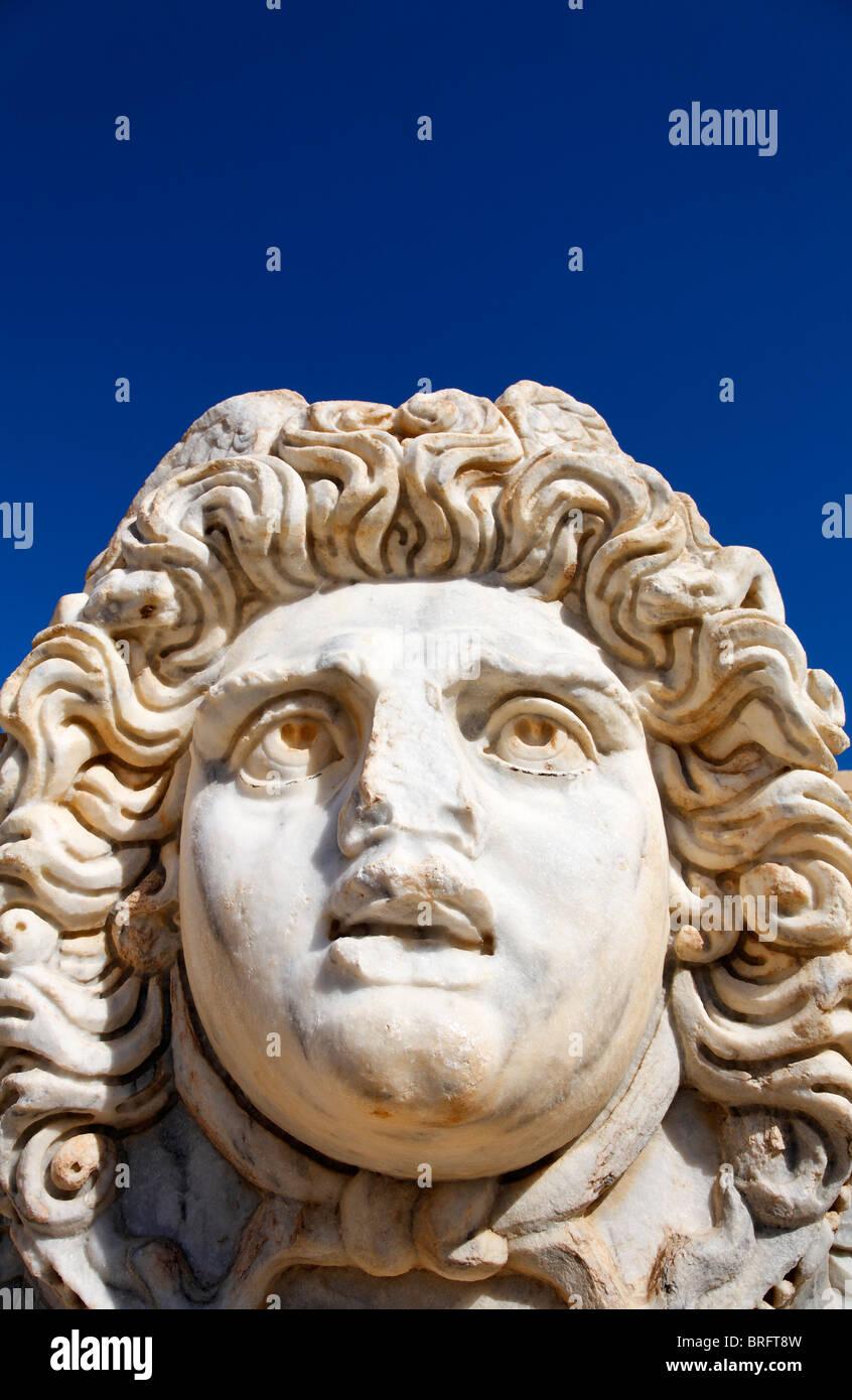 Tête de Méduse sculptée au Forum de Severus, Leptis Magna, Libye Photo Stock